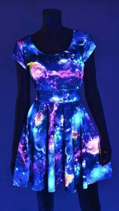 UV Glow Galaxy Print Cap Sleeve Fit and Flare Skater Skate .- UV Glow Galaxy Print Cap Sleeve Fit und Flare Skater Skate Kleid Rave Festival Clubwear UV Lights Galaxy Print Cap Sleeve Fit by CoquetryClothing - Clubwear, Pretty Dresses, Beautiful Dresses, Vestidos Neon, Dress Skirt, Dress Up, Skater Dress, Cap Dress, Galaxy Outfit