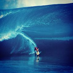 Laird Hamilton surfing one of the heaviest, thickest waves ever ridden at Teahupoo, Tahiti Kundalini Yoga, Qi Gong, Big Waves, Ocean Waves, Pilates Reformer, Surfer Guys, Big Wave Surfing, Surfing Pictures, Surfer Style