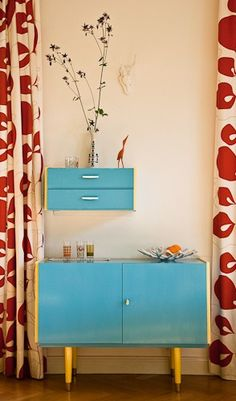 Love the blue painted retro furniture and the curtains learthquake