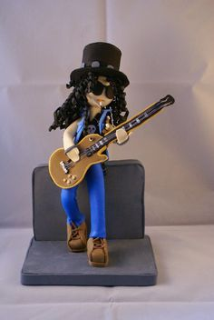 Friki Fofuchas: Frikifofuchas: Slash Polymer Clay Sculptures, Sculpture Clay, Foam Crafts, Arts And Crafts, Craft Foam, Minions, Fondant Cake Toppers, Music Crafts, Slash
