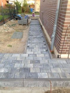 Pflastersteine verlegt – Teil 1 Garten I finally found the time to lay the paving stones for the fir Backyard Fences, Garden Fencing, Front Yard Landscaping, Bamboo Fencing, Landscaping Ideas, Brick Fence, Front Yard Fence, Low Fence, Fence Stain