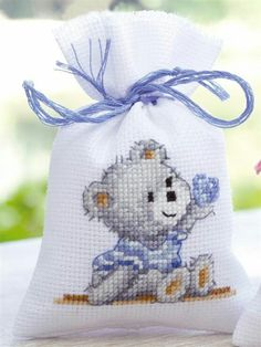 Knitting, crochet, embroidery, sewing and tons of inspiration for your next project. Baby Cross Stitch Patterns, Cross Stitch Baby, Simple Cross Stitch, Cross Stitch Animals, Cross Stitch Designs, Cross Stitching, Cross Stitch Embroidery, Embroidery Patterns, Cross Stitch Boards