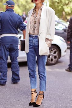 70 of the Best Street Style Snaps from 2013 Spring Milan Fashion Week! Milan Fashion Week Street Style, Spring Street Style, Fashion Mode, Look Fashion, Looks Jeans, Street Looks, 7 Jeans, Blazer Jeans, Cropped Jeans