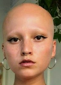 Bald Head Women, Shaved Head Women, Girls With Shaved Heads, Shave Eyebrows, How To Draw Eyebrows, Super Short Hair, Short Hair Cuts, Short Hair Styles, Balding Long Hair