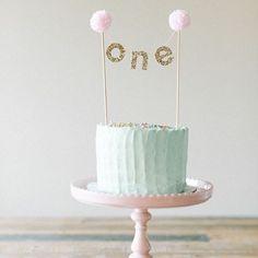 Simples e Lindo 💕💕💕 #mae_festeira #ideias #ideas #1stbday #cake #torta #patel #caketopper #festainfantil