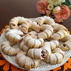 ELMALI KURABİYEM her zaman çok beğenilir. Kıyır kıyır içi bol malzemelide olunca Sweets Recipes, Cookie Recipes, Desserts, Tea Time Snacks, Sweet Cookies, Pastry Cake, Iftar, Turkish Recipes, Cheesecake Bars