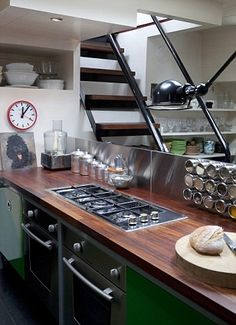 Kitchen http://www.dailymail.co.uk/home/you/article-2212373/Interiors-Special-Renovation-No-2--The-Houseboat.html