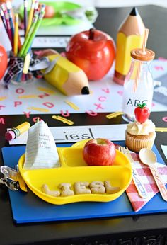 Back to School Party Table Setting - adorable use of a clipboard as a placemat! Back To School Breakfast, Back To School Party, Back To School Gifts, School Parties, School Fun, School Ideas, School Tables, Back To School Essentials, Party In A Box