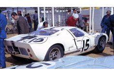 24 heures du Mans 1966 - Ford GT40 #15 - Pilotes : Guy Ligier / Bob Grossmann - Abandon Ford Gt40, Vintage Auto, Vintage Cars, Le Mans, Super Car, Performance Cars, American Muscle Cars, Semi Trucks, Auto Racing