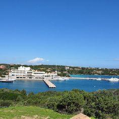 Porto Cervo an der Costa Smeralda, dem nördlichen Teil der Küste Sardiniens #Segeln #Mittelmeer #Sommerurlaub