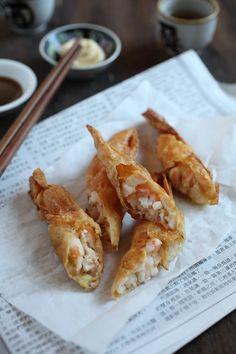 Crispy Shrimp Rolls - best dim sum ever!! Crispy, delicious shrimp rolls that you can make at home, so easy!! | rasamalaysia.com