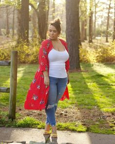 How to style a printed long cardigan - wear with a tank top, jeans and sandals   For more style inspiration visit 40plusstyle.com