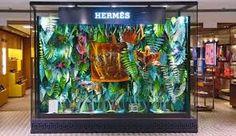 Resultado de imagem para vitrines de lojas de roupas extravagantes