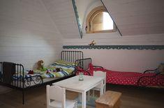 Minunăție de casă în zona Câmpulung | Adela Pârvu - Interior design blogger Romania, Interior, Toddler Bed, Design, Furniture, Home Decor, Wooden Ceilings, Houses, Child Bed