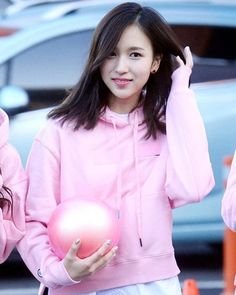 MINA IS GONNA PERFORM HER RHYTHMIC GYMNASTIC !!! SO EXCITED !! good luck to her :) btw tzunami is standing tgt again in starting to think that they are arranged that way (?) . . . #Twice  #Nayeon #Jeongyeon #Sana #Mina #Dahyun #Jihyo #Chaeyoung #Tzuyu #Momo #트와이스 #kpop #kpoplfl #kpopl4l #lfl #l4l #TwiceLand #TwiceFirstConcert original pic credits to owner
