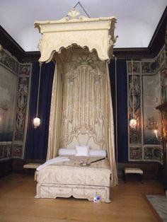 The mother suite. This is where if Burton Burton Reed your parents were to visit Hampton Palace, Hampton Court, Royal Bedroom, Richmond Upon Thames, Tudor Dynasty, Burton Burton, Tudor Era, Castles In England, While You Were Sleeping