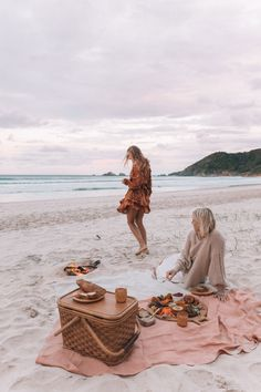 Apr 2020 - DIY Plastic Free Picnic – Spell & the Gypsy Collective Picnic Pictures, Beach Pictures, Winter Beach, Winter Sunset, Beach Aesthetic, Summer Aesthetic, Classy Aesthetic, Beach Picnic, Summer Picnic