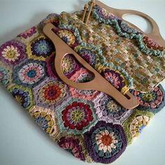 Spring Hexagons Bag [Free Crochet Pattern] #freecrochetpatterns #bags #flowers #springstyle #design