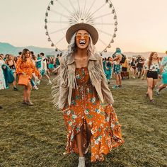 this photo basically expresses my excitement level while being at coachella for the first time... ⭐️💃🏼😆🙌🏼✔️ #bucketlist #happyvibes