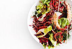 Karotten-Rote-Rüben-Salat mit Garnelen Japchae, Ethnic Recipes, Food, Christmas, Salad With Shrimp, Carrots, Easy Meals, Xmas, Weihnachten