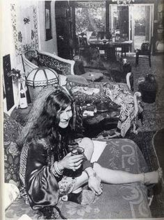 Janis Joplin. If I´m right, this was her San Francisco's house.