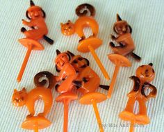 I remember these cupcake toppers.... Itsy Bits and Pieces