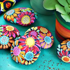 Best Easy Painted Rocks Ideas For Beginners (Rock Painting Inspirational & Stone Art) Pebble Painting, Pebble Art, Stone Painting, Diy Painting, Painting Flowers, Painting Tutorials, Galaxy Painting, Encaustic Painting, Rock Painting Patterns