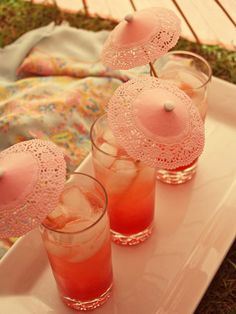 pink drinks with DIY parasols. get extra doilies Doilies Crafts, Paper Doilies, Do It Yourself Wedding, Do It Yourself Fashion, Pink Drinks, Summer Drinks, Pink Cocktails, Malibu Drinks, Vintage Cocktails