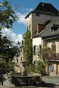 Najac is a picturesque village set along a ridge above a bend in the Aveyron River.