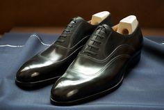 Model 523 in black calf leather, classic last