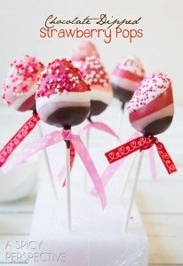 Decadent chocolate dipped strawberries on a stick! These pretty and whimsical Chocolate Dipped Strawberry Pops are a great treat any time of year, but especially for Valentine's Day. (Chocolate Strawberries On A Stick) Valentines Day Chocolates, Valentines Day Desserts, Valentine Treats, Holiday Treats, Bon Dessert, Dessert Recipes, Dessert Table, Cake Recipes, Yummy Treats