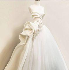 Stunning Wedding Dresses, New Wedding Dresses, Designer Wedding Dresses, Bridal Dresses, Prom Dresses, Couture Dresses, Fashion Dresses, Peacock Dress, Tea Length Dresses