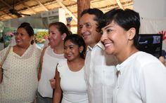 """*Así disminuimos la desigualdad mediante la creación de fuentes de empleo * En el primer trimestre de este año Quintana Roo se posicionó como líder nacional en generación de empleos. Chetumal, Quintana Roo a 12 de octubre de 2017.- """"Gracias a la confianza de inversionistas y a los sectores hoteleros e industriales se han logrado…"""