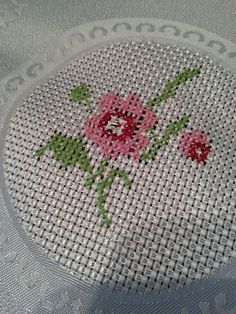 # örnek# Embroidery Stitches, Cross Stitch, Top, Placemat, Cross Stitch Embroidery, Craft, Home, Green Rose, Crochet Throw Pattern