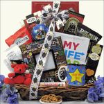 Here's a wonderful online big graduation gift basket College Graduation Parties, Great Graduation Gifts, Graduation Presents, Grad Gifts, Grad Parties, Graduation Ideas, Diy Gift Baskets, Special Day, Gift Wrapping