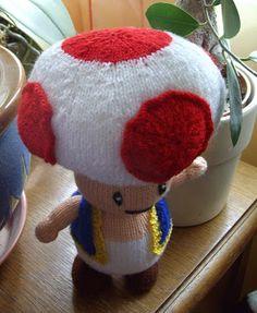 Toad est apparu pour la première fois dans le jeu vidéo Super Mario Bros. sur NES, et pour la première fois comme personnage jouable dans S... Super Mario Bros, Toad, Yoshi, Ens, Knitting, Comme, Character, Crochet Ornaments, Video Game