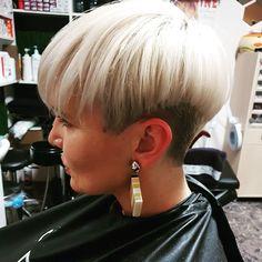 Straight-Pixie-Hair Short Straight Hairstyles 2019 - All Hair Styles Short Brown Hair, Short Straight Hair, Short Blonde, Short Hair Cuts, Short Hair Styles, Short Pixie Haircuts, Pixie Hairstyles, Hairstyles With Bangs, Straight Hairstyles