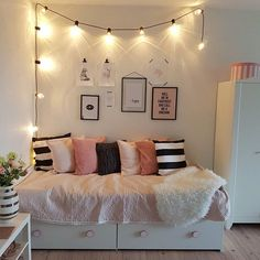 65 small bedroom design ideas that look comfortable and beautiful 25 Uni Room, College Room, Spare Room, Dorm Room, Dream Bedroom, Girls Bedroom, Bedroom Decor, Cute Room Ideas, Small Bedroom Designs