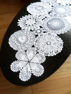 Crochet Tablecloth, Crochet Doilies, Handmade Envelopes, Vignettes, Table Runners, Wedding Table, Household, Projects To Try, Crochet Patterns