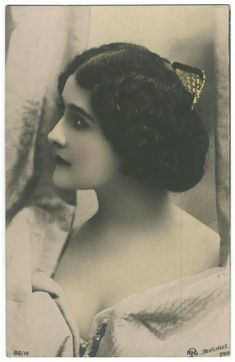 Vintage Photography: Lina Cavalieri (1874-1944) from http://retro-vintage-photography.blogspot.com/2010/11/lina-cavalieri-1874-1944_4783.html