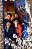 ACK93349.jpg OH JE, DU FRÖHLICHE Unaccompanied Minors USA 2006 Paul Feig TYLER JAMES WILLIAMS, DYLLAN CHRISTOPHER, - Stock Photo