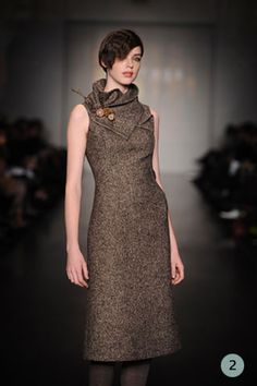 big collar and pin (@Kate similar to the Vogue dress i make you)