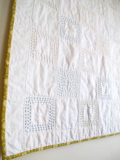 Six White Horses: Patchwork. Without the Patchwork - whole cloth embroidered quilt Hand Quilting Patterns, Quilting Projects, Sewing Projects, Whole Cloth Quilts, Cot Quilt, Boro, Quilt Tutorials, Free Tutorials, Machine Quilting