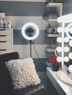 3 Decor Ideas For Teen Girl Bedrooms Picture Room Decor, Tumblr Room Decor, Vanity Room, Glam Room, Teen Girl Bedrooms, Beauty Room, Dream Rooms, My New Room, Room Decor Bedroom