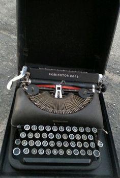 ART DECO 1940s Remington Rand Deluxe 5 Portable Manual Typewriter Working Case