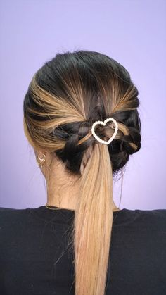 top hairstyles for long hairstyles with bandanas, easy hairstyles for short hairstyles for natural hair straightened, two braids hairstyles for black women, curly short hairstyles black women, braided hairstyles extensions. Clip Hairstyles, Loose Hairstyles, Pretty Hairstyles, Braided Hairstyles, Scrunchy Hairstyles, Simple Hairstyles, Hair Up Styles, Hair Videos, Hair Looks