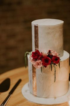 What goes better with a rose-gold wedding cake than actual roses?