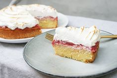 Rabarberkage med marengs | Opskrift - Mad for Madelskere Single Layer Cakes, Pasta Bake, Cakes And More, I Love Food, Baked Goods, Sweet Tooth, Food Porn, Yummy Food, Favorite Recipes