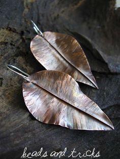 Copper leaf earrings by Beads and Tricks Fall Jewelry, Brass Jewelry, Jewelry Crafts, Jewelery, Jewelry Ideas, Wire Crafts, Jewellery Box, Wire Earrings, Earrings Handmade