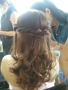 Half up do with lower curl bridmaid hairstyling.